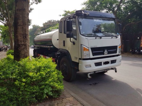 xe phun nước rửa đường tưới cây Howo 9 khối