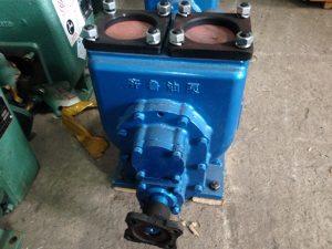 máy bơm của xe bồn chở xăng dầu