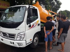 Khách hàng mua xe hút bể phốt thaco